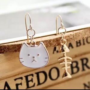 Cat and fish asymmetrical earrings white gold NEW